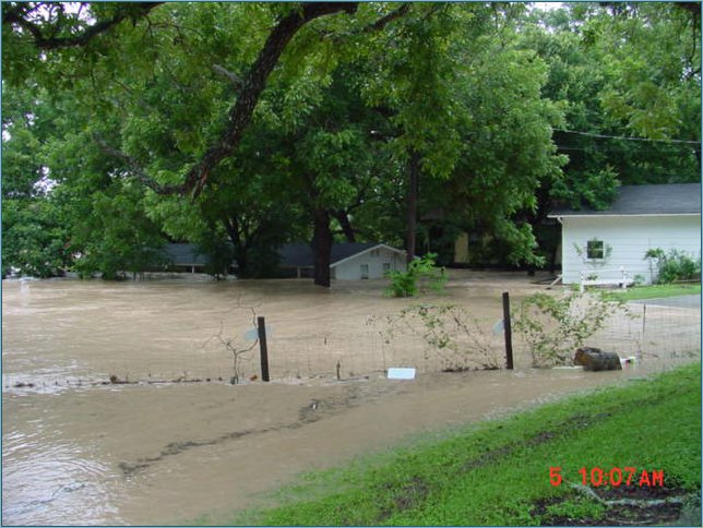 The house on river right, just below 4th Crossing, survived the flood of 2002!
